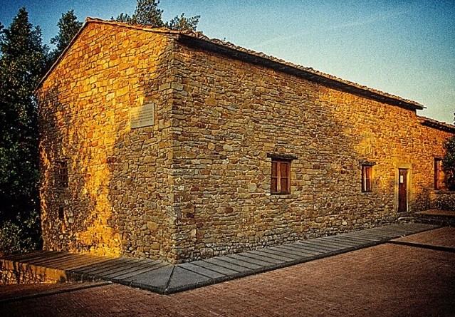 Смята се, че в тази къща от XV век в село Анкиано се е родил и прекарал детските си години Леонардо. Но всъщност семейството на Да Винчи купува сградата 30 години след появата на художника на бял свят.